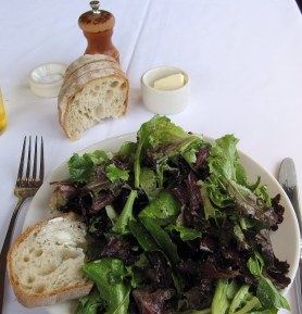 A photo of the salad and bread