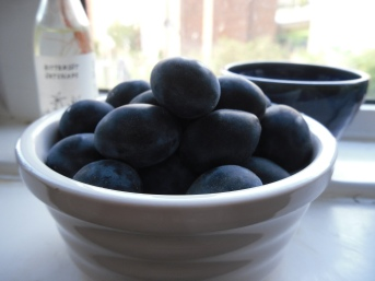 Photo of a bowl of damsons