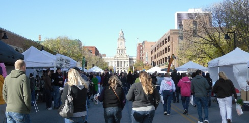 Photo of crowd at DSM Downtown Farmers Market