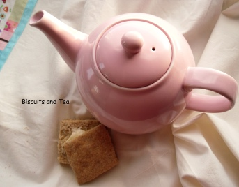 Photo of teapot and biscuit